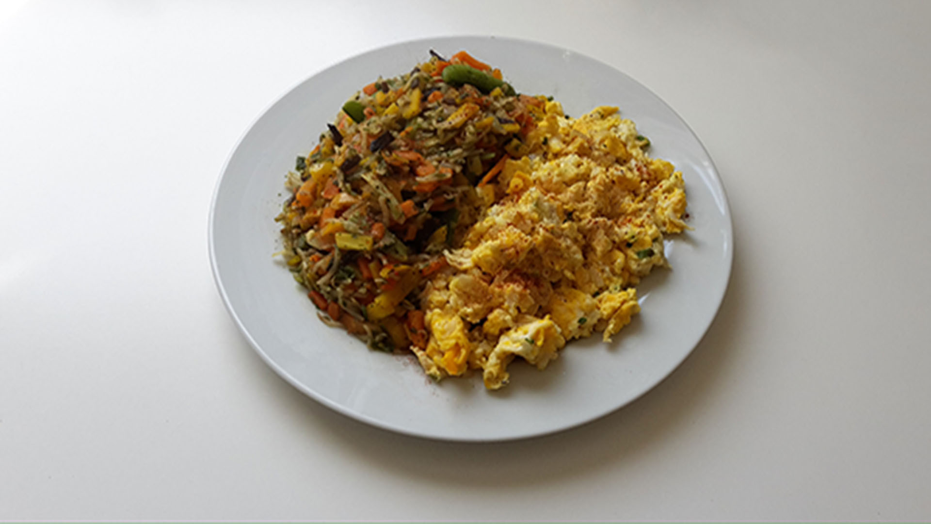 Asiatische Gemüse-Ei-Pfanne