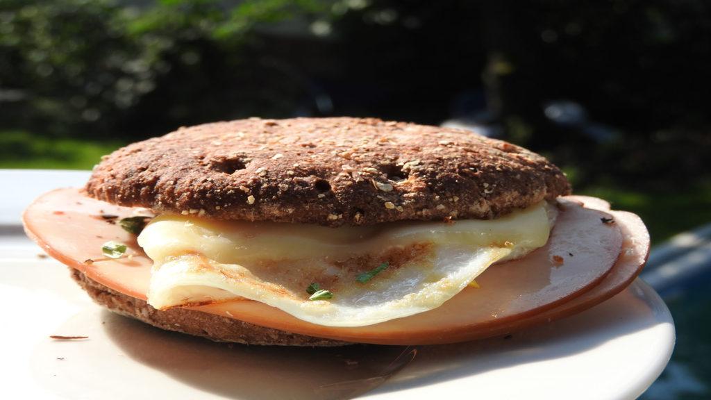 Belegtes Fitness-Frühstücksbrötchen auf Kochen-verstehen.de