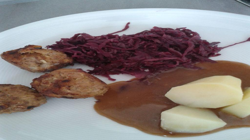 Bouletten mit Rotkohl und Kartoffeln auf Kochen-verstehen.de