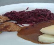 Bouletten mit Rotkohl und Kartoffeln