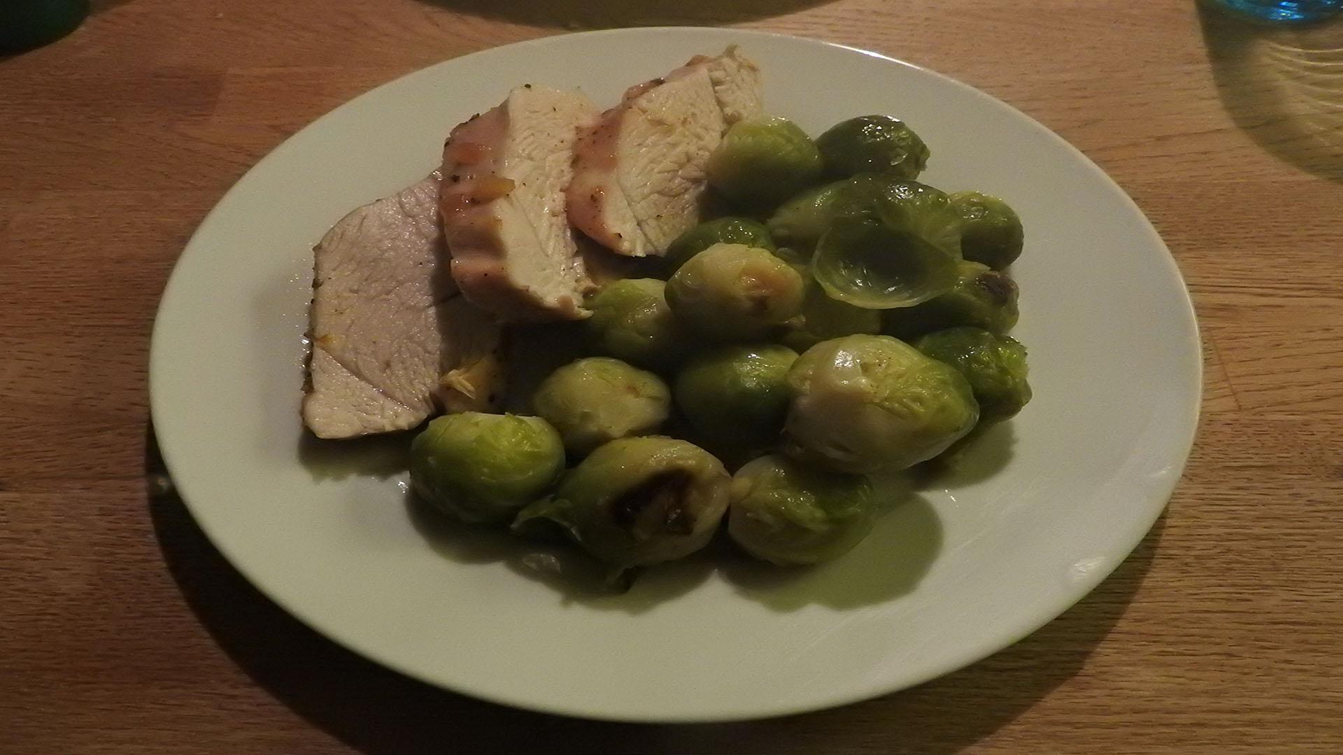Chutney-Putenbrust mit Rosenkohl auf Kochen-verstehen.de