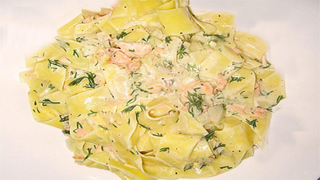 Dill-Räucherlachs mit Bandnudeln (Rezept mit Bild) auf Kochen-verstehen.de