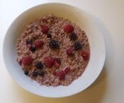 Früchte-Rührei mit Schokosauce