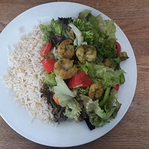 Garnelen mit Reis und Salat (Rezept mit Bild) auf Kochen-verstehen.de