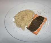 Gebackener Lachs mit Risotto und Pesto