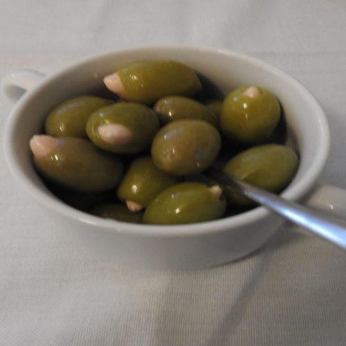 Gefüllte Oliven mit Mandeln auf Kochen-verstehen.de