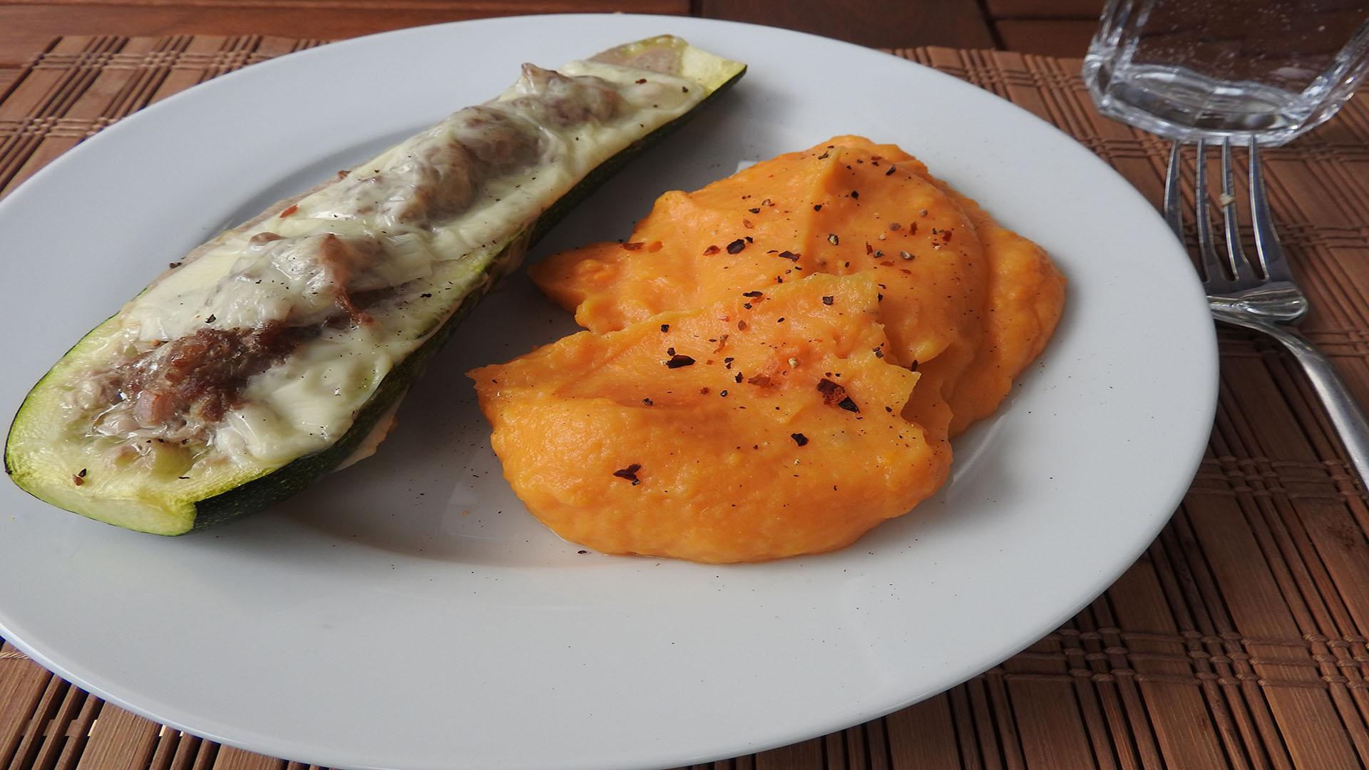 Gefüllte Zucchini mit Süßkartoffelbrei auf Kochen-verstehen.de