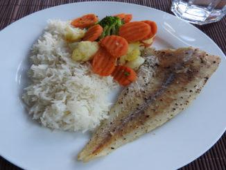 Gegrillter Seelachs mit Kaisergemüse und Reis auf Kochen-verstehen.de