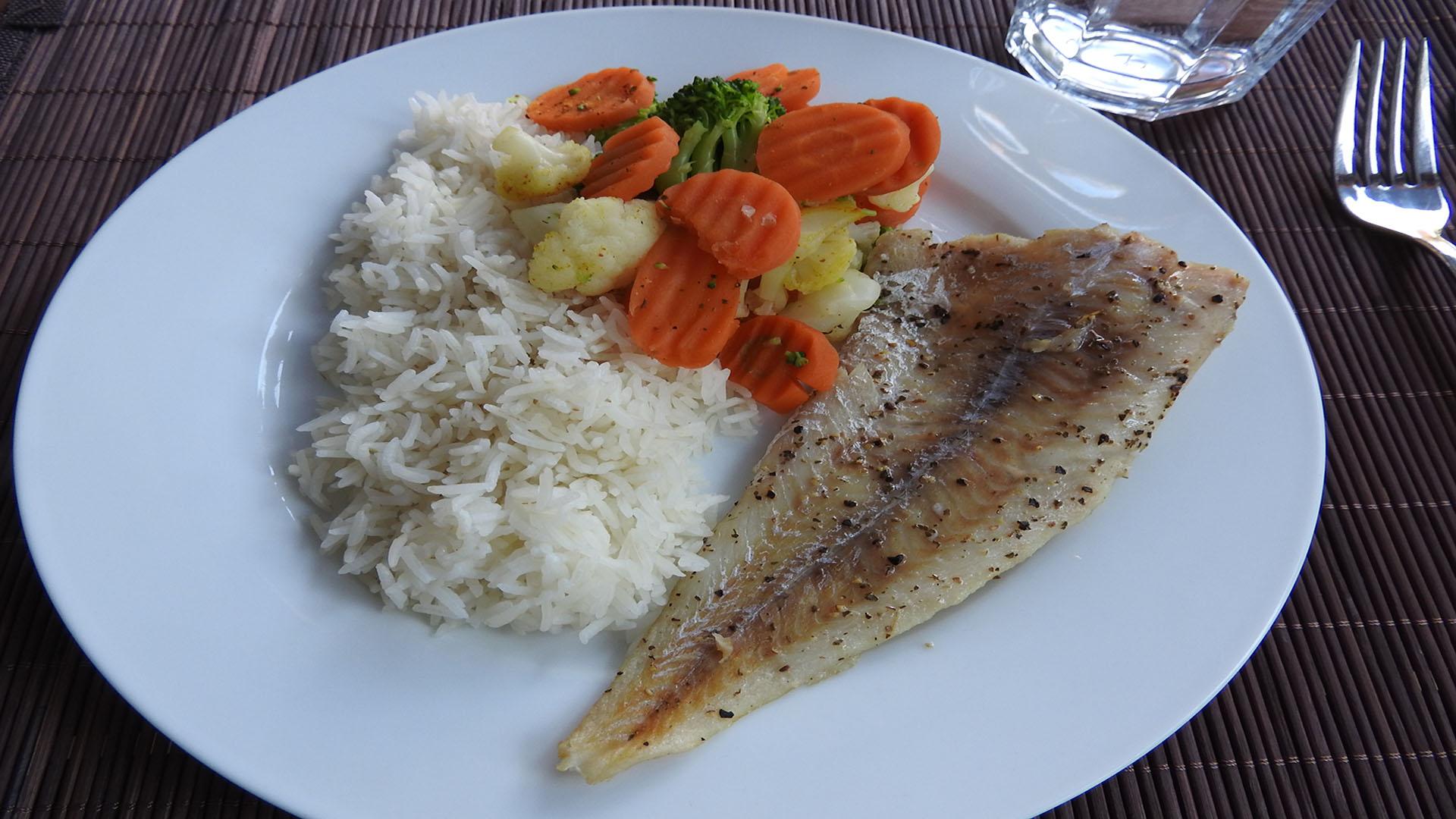 Gegrillter Seelachs mit Kaisergemüse und Reis