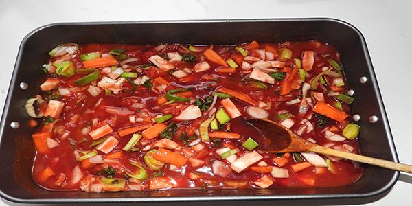 Rotweinsauce mit Gemüse