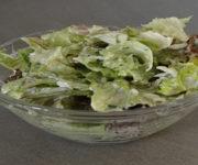 Grüner Salat mit Joghurt-Dressing