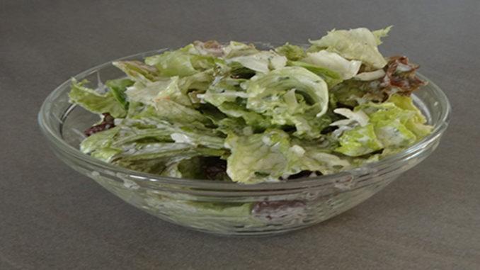 Grüner Salat mit Joghurt-Dressing auf Kochen-verstehen.de