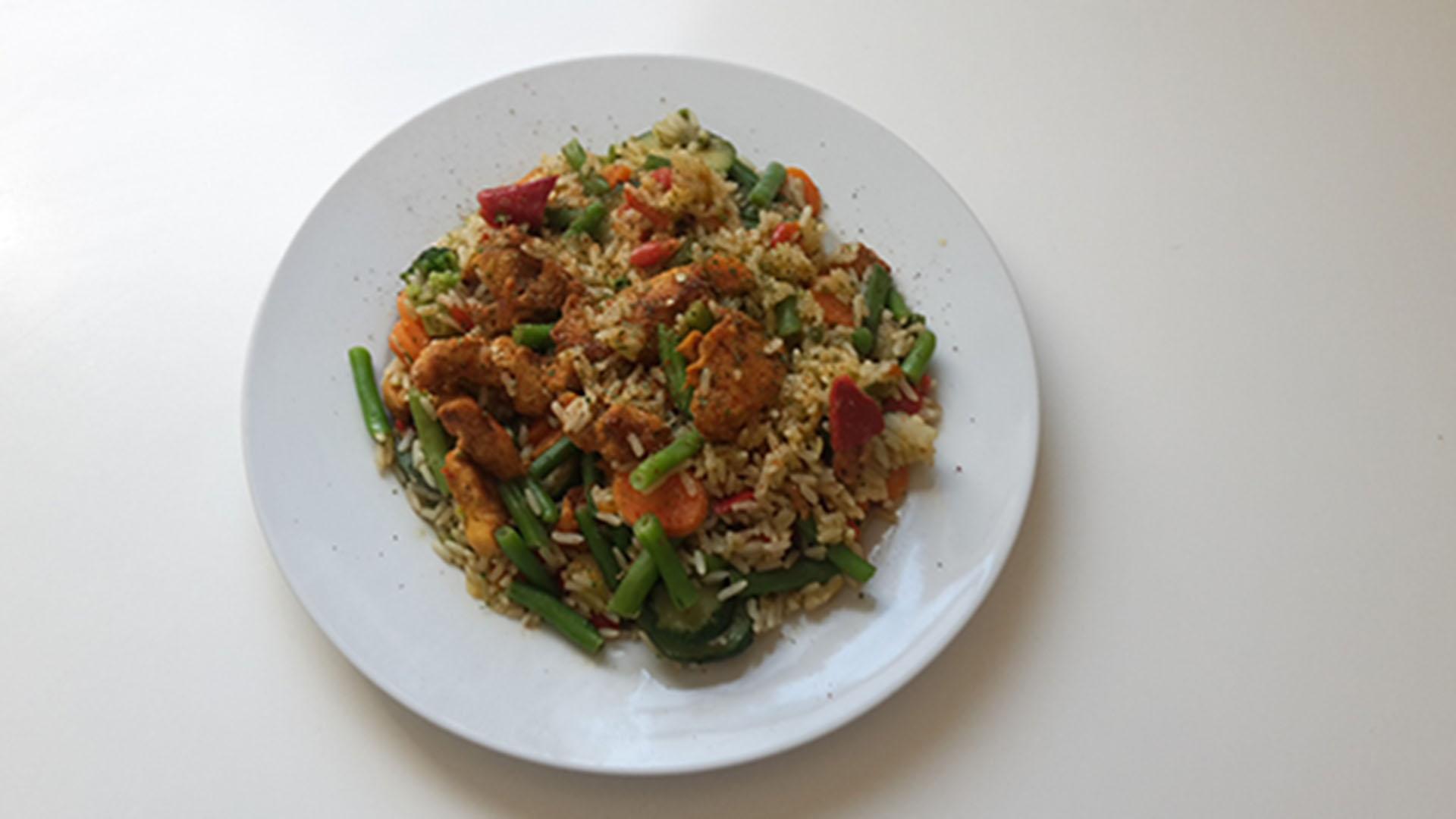 Hähnchen-Gemüsepfanne mit Reis
