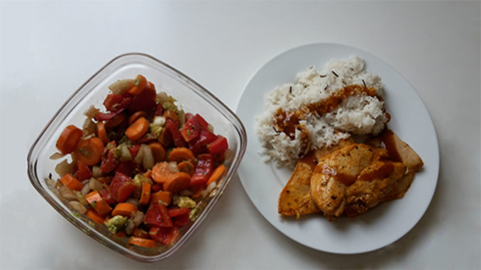 Hähnchen mit Reis und Gemüsesalat (Rezept mit Bild) auf Kochen-verstehen.de