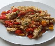 Hähnchen mit Reis und Cherrytomaten
