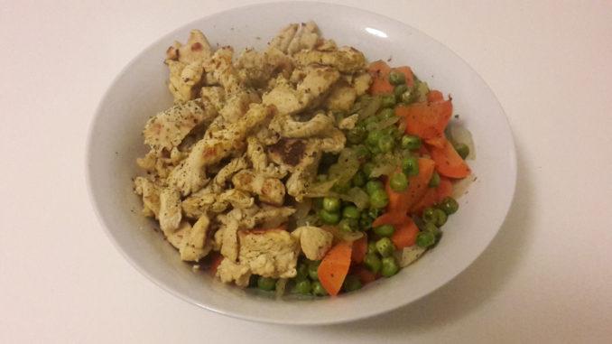 Huhn mit Erbsen und Möhren auf Kochen-verstehen.de