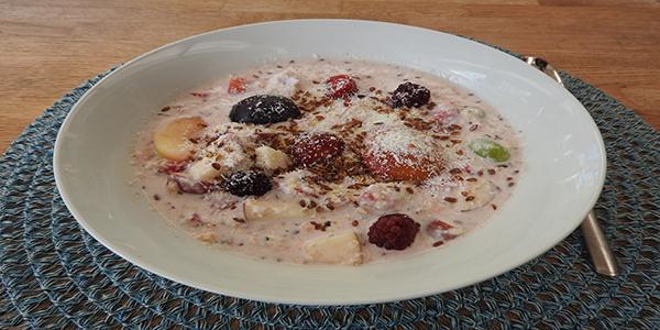 Fruchtjoghurt mit Proteinpulver