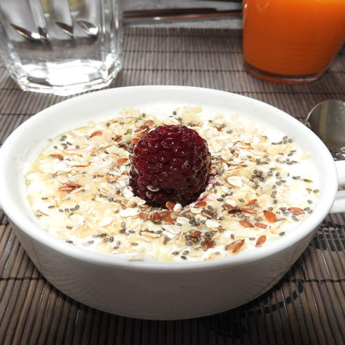 Joghurt mit Müsli und Honig auf Kochen-verstehen.de