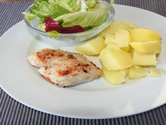 Kartoffeln mit Pute und Salat