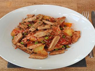Kartoffelpfanne mit Gemüse und Fleischersatz