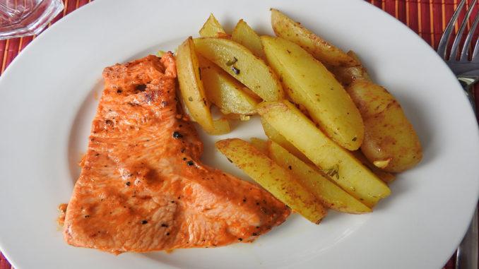 Kartoffelspalten mit Hähnchenfilet auf Kochen-verstehen.de