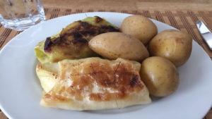 Kohlrouladen mit gekochten Kartoffeln auf Kochen-verstehen.de