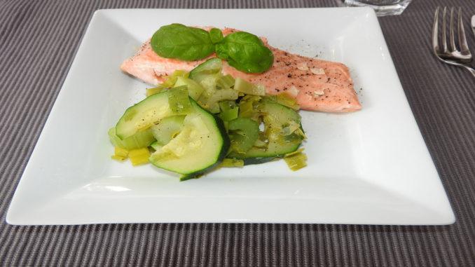 Lachs mit Zucchini, Sellerie, Lauch auf Kochen-verstehen.de