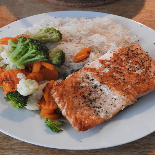 Lachs mit Reis und Kaisergemüse auf Kochen-verstehen.de