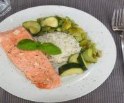 Lachsfilet mit Zucchini und Reis