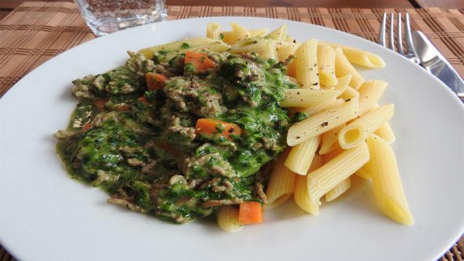 Nudeln mit Hackfleisch-Spinat-Sauce auf Kochen-verstehen.de