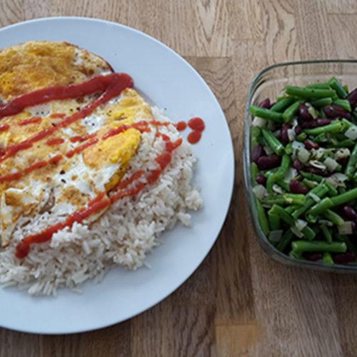 Omelett mit Reis und Bohnensalat (Rezept mit Bild) auf Kochen-verstehen.de