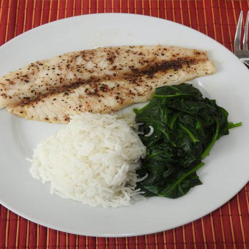 Pangasius mit Reis und Spinat auf Kochen-verstehen.de