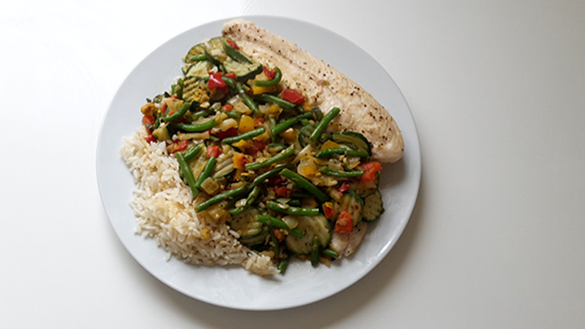 Pangasiusfilet mit Reis und Italienischem Gemüse (Rezept mit Bild) auf Kochen-verstehen.de