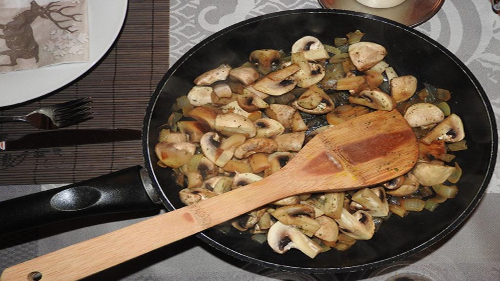 Pilzpfanne mit Zwiebeln auf Kochen-verstehen.de