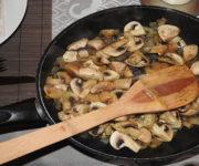 Pilzpfanne mit Zwiebeln