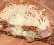 Pizza Bowl mit Schinken und Käse