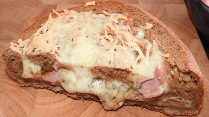 Pizza Bowl mit Schinken und Käse auf Kochen-verstehen.de