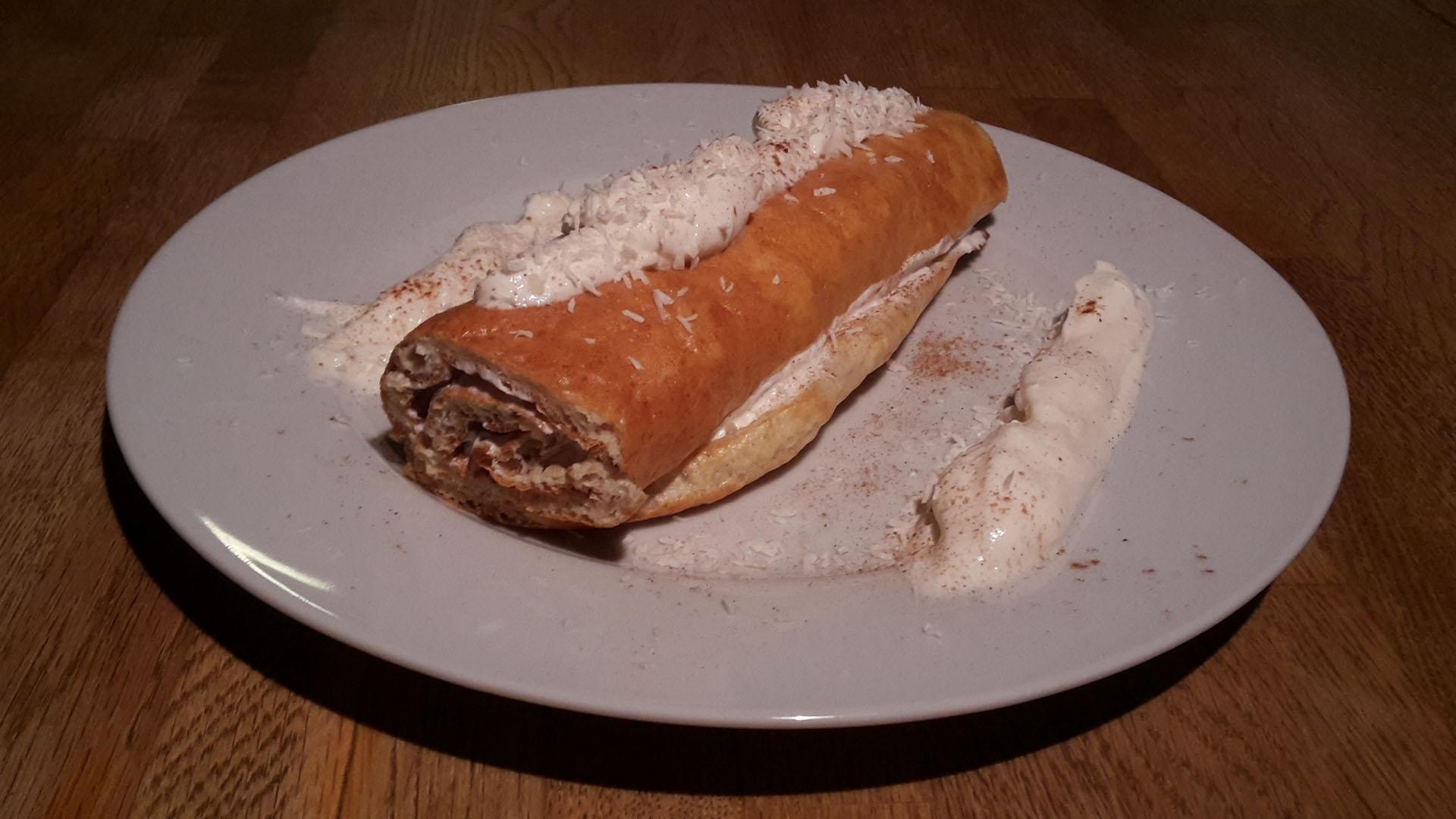 Protein-Biskuitrolle mit Karamellcreme