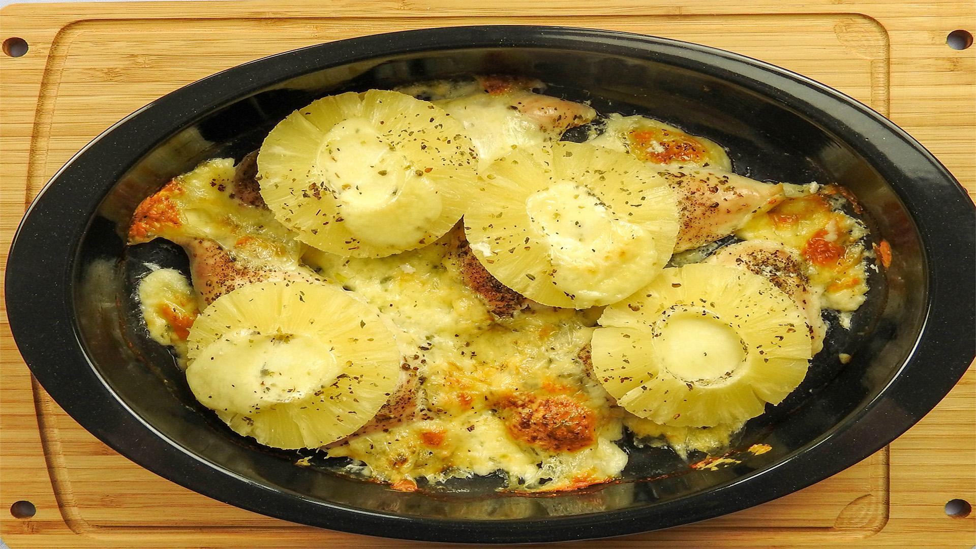 Putenbrust mit Mozzarella-Bällchen und Ananas