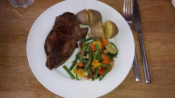 Rindersteak mit Kartoffeln und Gemüse auf Kochen-verstehen.de