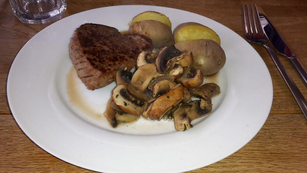 Rindersteak mit Kartoffeln und Pilzen (Rezept mit Bild) auf Kochen-verstehen.de