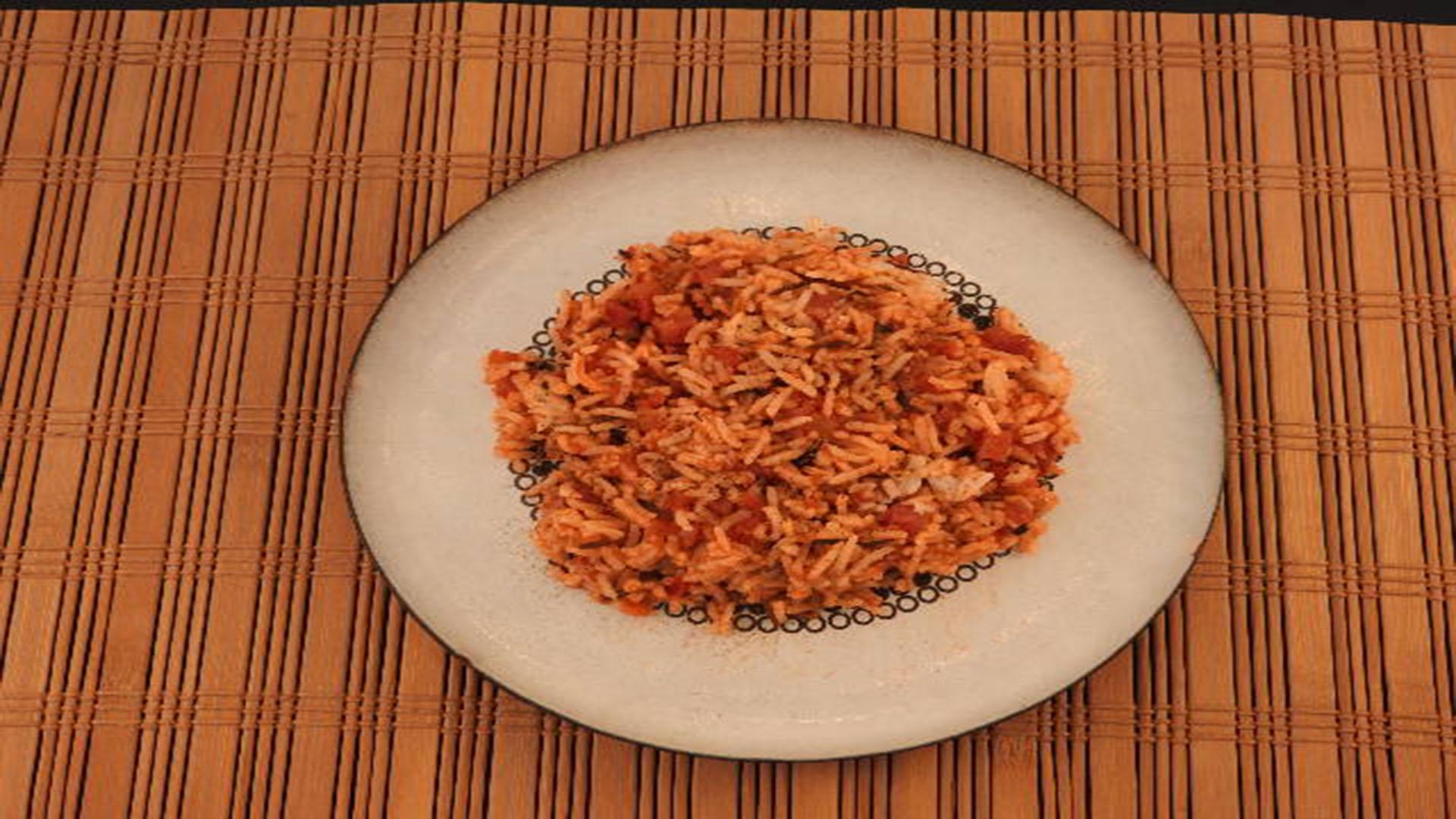 Reis mit Schinken und Tomatensauce