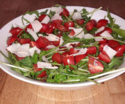 Rucola-Salat mit Tomate und Parmesan