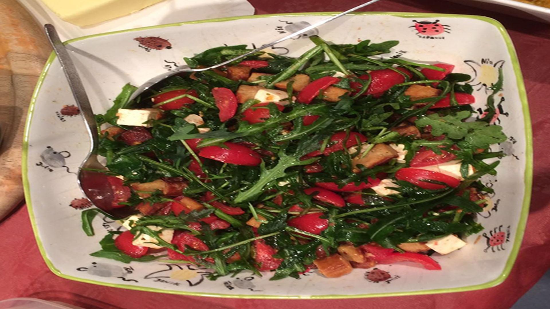 rucola salat mit tomaten und schafsk se rezept mit bild kochen. Black Bedroom Furniture Sets. Home Design Ideas