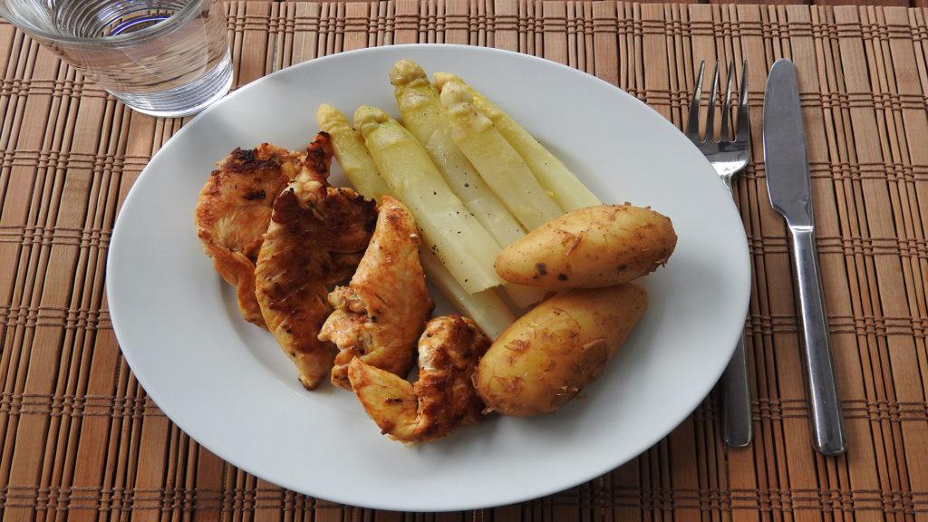 Spargel mit Kartoffeln und Putenbrust auf Kochen-verstehen.de