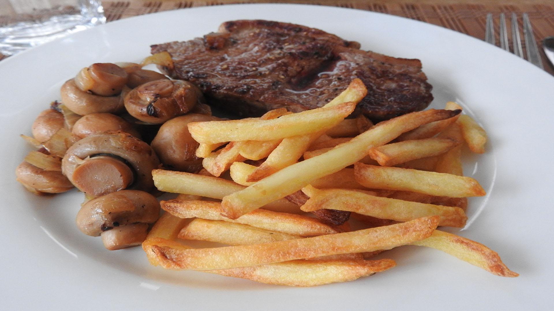 Steak mit Pommes und Pilzen auf Kochen-verstehen.de