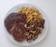 Steak mit Kartoffeln und Pilzen