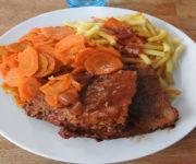 Steakbraten mit Möhren und Nudeln