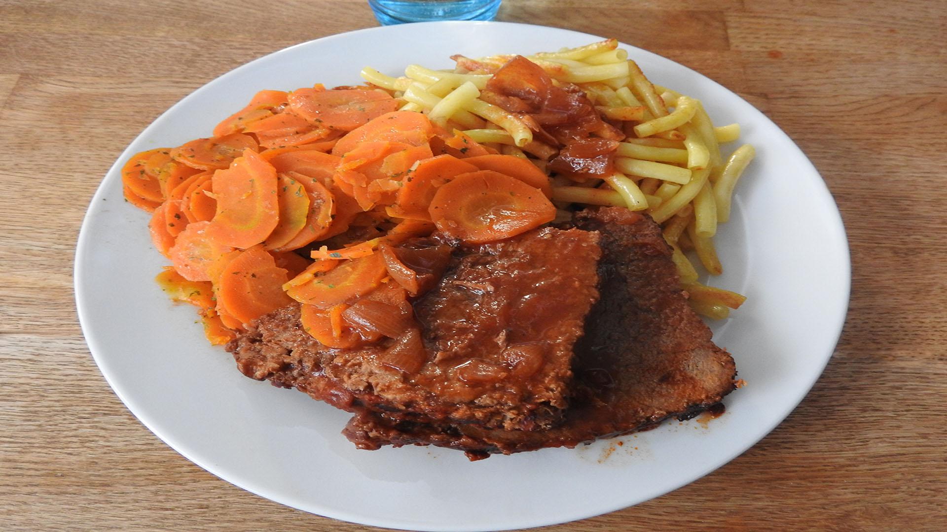 Steakbraten mit Möhren und Nudeln auf Kochen-verstehen.de