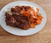 Steakbraten mit Möhren und Reis